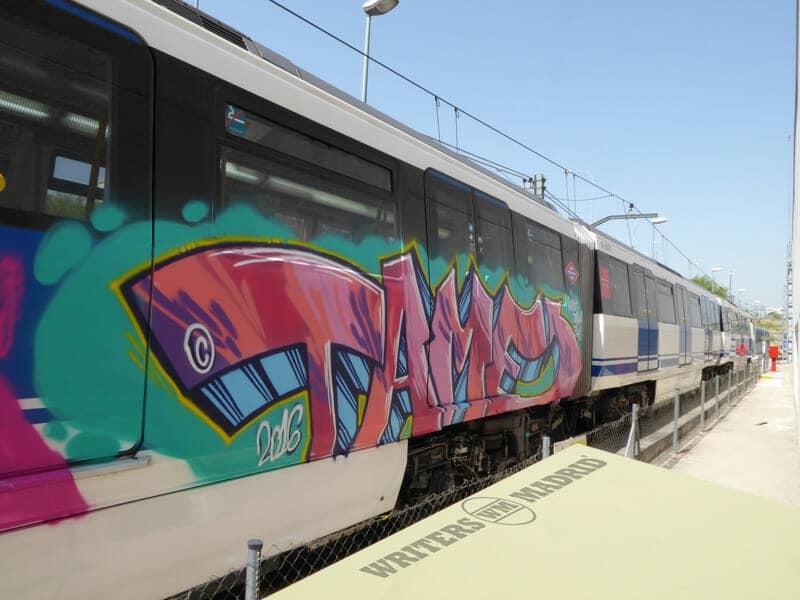 give me five tame madrid graffiti